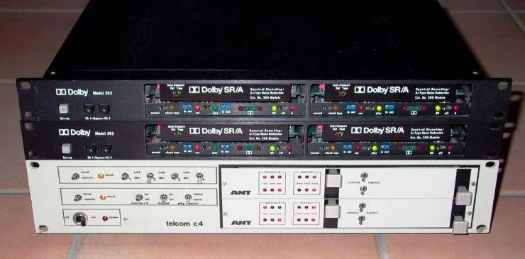Diese Einheiten erlauben bei zweikanaligen Aufnahmen Hinterbandkontrolle
